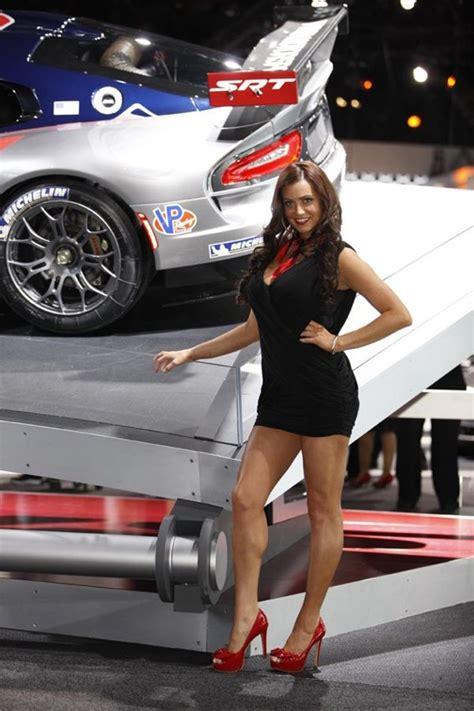 glamorous beautiful girls   york auto show  auto