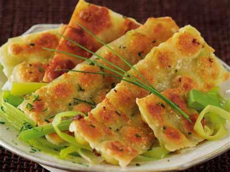 recettes de cuisine avec le vert du poireau ravioles grillées sur fondue de poireaux recettes