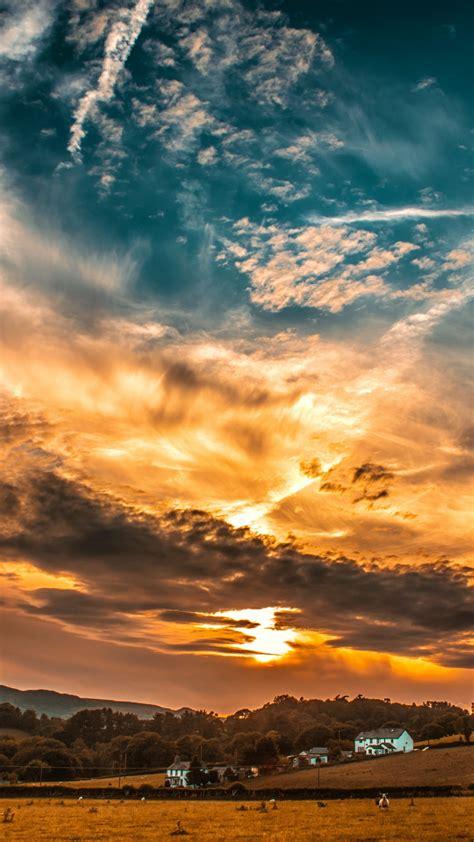 С поглед към облака от прозореца си първото нещо, на сутринта е просто невероятно. Sunset Sky Clouds Wallpaper - 1080x1920