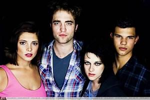 Robert Pattinson and New Moon cast EW Comic-Con portraits ...