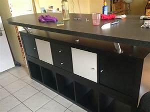 Table Rangement Cuisine : table de bar avec kallax bidouilles ikea ~ Teatrodelosmanantiales.com Idées de Décoration