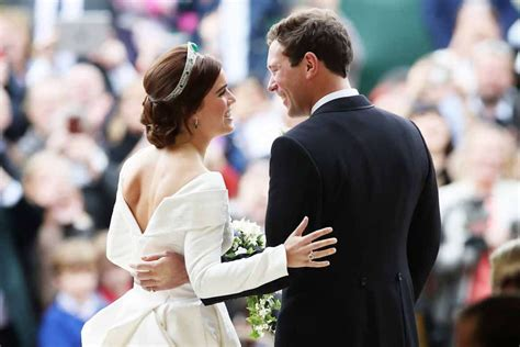 See Princess Eugenie's dazzling reception dress in official wedding photos - AOL Lifestyle