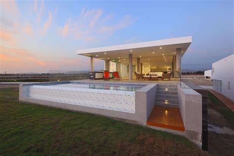 urban beach home  cantilevered roof  outdoor shade
