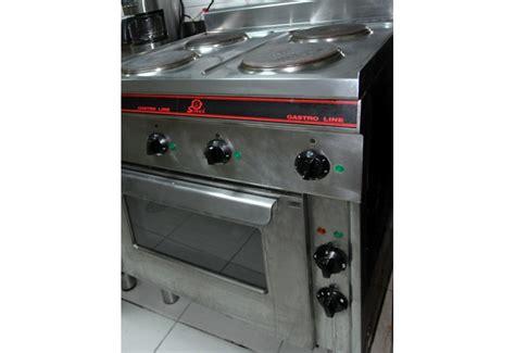 cuisine electrique piano cuisine electrique maison design wiblia com