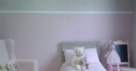 peinture de chambre fille deco peinture chambre mansardee