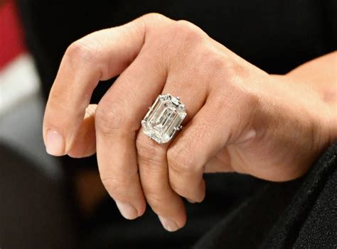 Kim Kardashian Robbed of $11 Million Worth of Jewelry ...