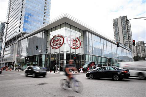 Store Chicago by Chicago S Grocery List Gets Shorter Fewer Stores In Area
