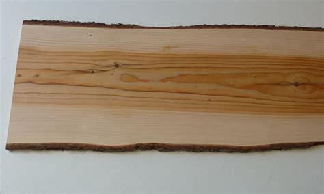 planche de bois avec ecorce l empreinte du bois planche de c 232 dre odorant avec 233 corce 2 5 cm d 233 paisseur