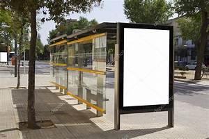 Prix D Un Bus : panneau d 39 affichage vide dans un arr t de bus pour la publicit dans la rue photographie ~ Medecine-chirurgie-esthetiques.com Avis de Voitures