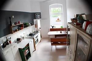 Laminatboden In Der Küche : moderne k che mit laminatboden sowie dunkelgrauer ~ Lizthompson.info Haus und Dekorationen