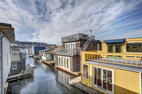 Living On A Boat In Seattle by Seattle Houseboats Come Live Afloat Lake Union