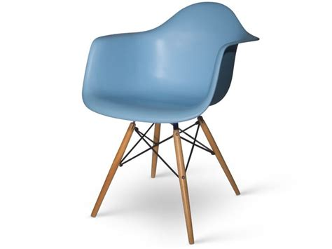 chaise eames bleu 29 best chaises images on chairs color