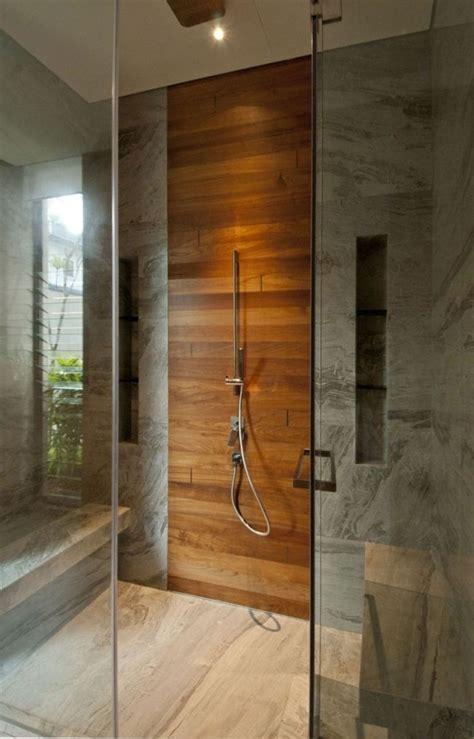 Moderne Badezimmer Holz by Modernes Bad Graue Marmor Fliesen Duschebereich Holz