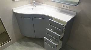 Meuble Gris Et Blanc : un meuble version triangle pour s 39 adapter aux coins de la salle de bain atlantic bain ~ Teatrodelosmanantiales.com Idées de Décoration