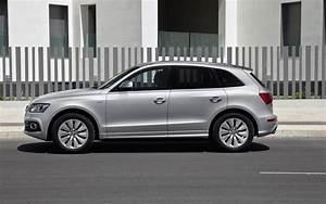 Polar Silver Metallic Audi Q5 Hybrid Quattro Side