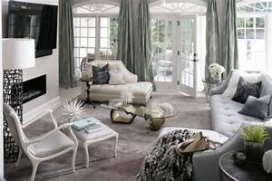 Intimate and Minimalist Traditional Family Room Decorative