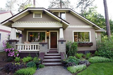 Charming Bungalow, Beautifully Landscaped Not A Tiny