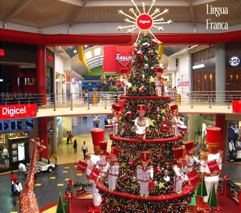 christmas decorations  albrook mall chicken wire