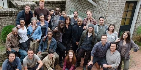 the walking dead bilder walking dead cast reflects on 100 episodes screen rant