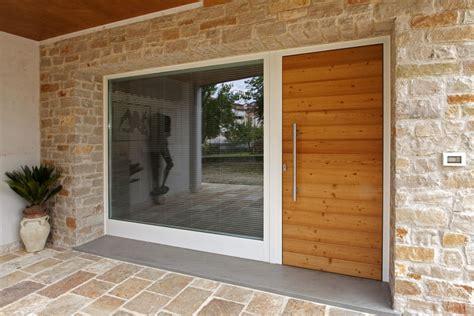 portone d ingresso in legno falegnameria artigiana f lli agnolon finestre e porte in