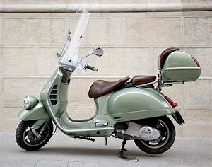 What Is a Motor Scooter? (with pictures)