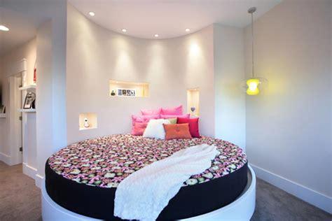 chambre avec lit rond lit rond au cœur d une chambre au design original