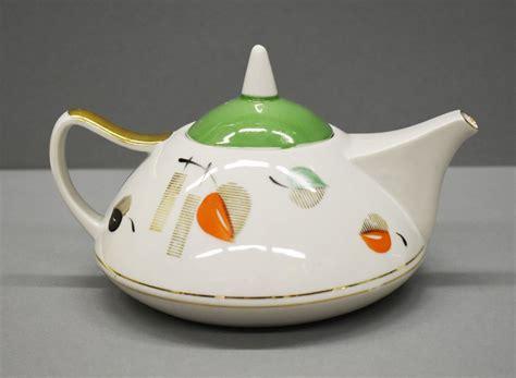 Dekoratīvās mākslas un dizaina muzejs saņem dāvinājumu - Zinas Ulstes radīto servīzi