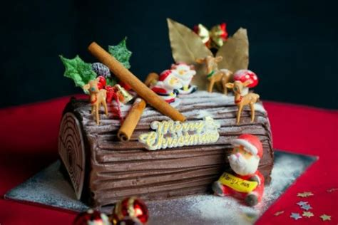 beautiful christmas log cake cake baking classes