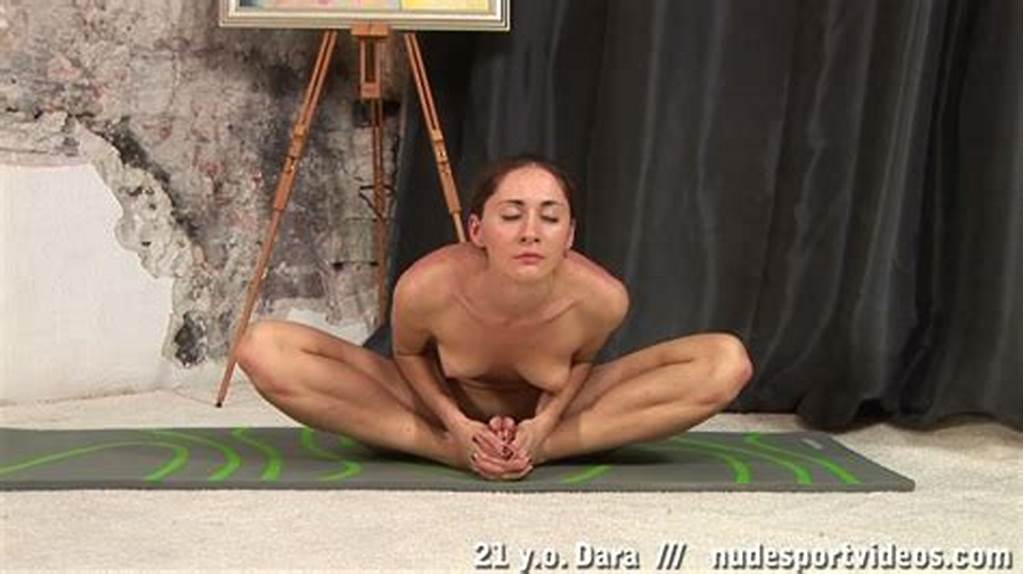 #Very #Flexible #Gymnast #Showing #Her #Spread #Pussy