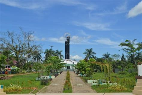 Picture Of Equator Monument, Pontianak