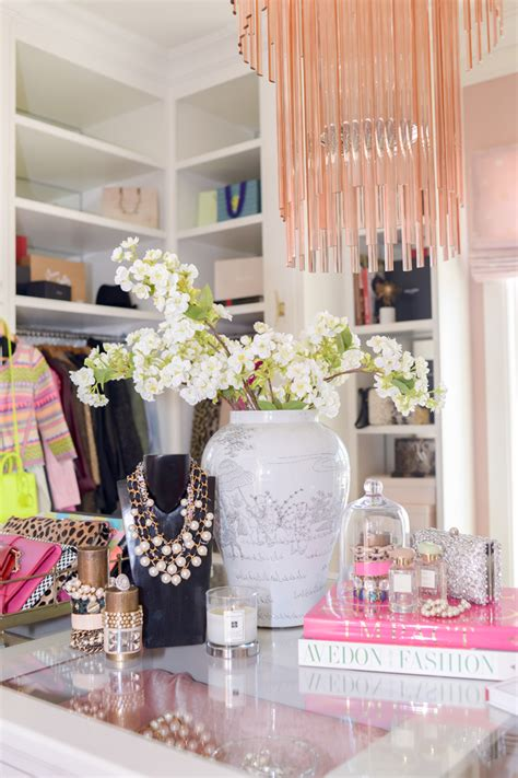 whats  home decor style modern glam