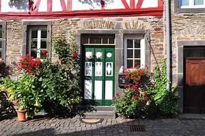 Bilder Mit Häusern : monreal mit seinen sch nen h usern foto bild deutschland europe rheinland pfalz bilder auf ~ Sanjose-hotels-ca.com Haus und Dekorationen