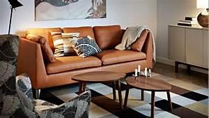 quelles couleurs associer avec un canape en cuir brun With tapis rouge avec canape bleu marine cuir