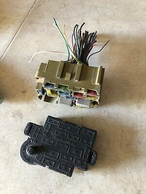 ford mustang  dash fuse box wcover lid shield