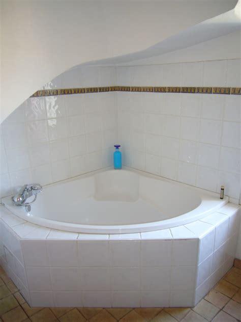 baignoire chambre baignoire 2 personnes maison design wiblia com