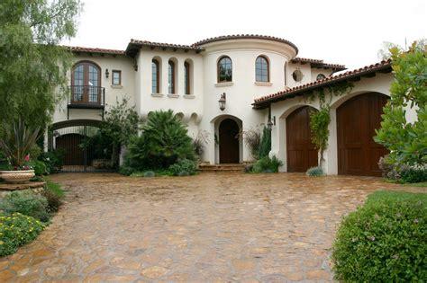 Redhot & Classical Beautiful Organic Shaped Home Has