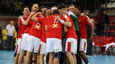 Weil konkurrent finnland gleichzeitig gegen belgien 0:2 verlor, gelang die gastgeber musste dann aber auch schnell erkennen, dass die russische abwehr nicht ganz so leicht aus den angeln zu heben war. Handball-EM: Dänemark siegen nach starkem Schlussspurt ...