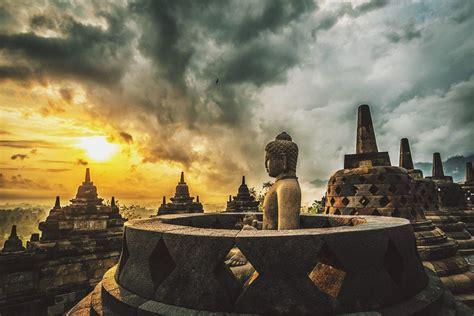 borobudur temple  history  compounds capture