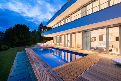 Pool Am Hang Bauen by Moderne Villa Am Hang Mit Pool Und Terrassen Avantecture