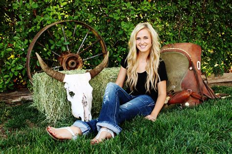 senior picture idea   country girl photography