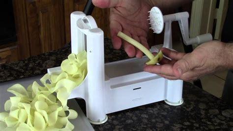 paderno cuisine tri blade spiral vegetable slicer paderno cuisine a4982799 tri blade plastic spiral