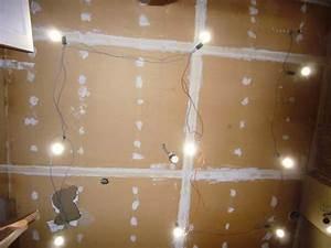 Mon projet de salle de bain complet 305 messages for Carrelage adhesif salle de bain avec ampoule led jaune