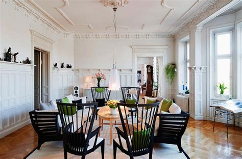 Living Room Molding Design and Wainscoting Ideas