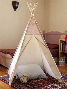 Tipi Petite Fille : 1000 id es sur le th me tentes d 39 enfants sur pinterest tentes de jeu tipis et une tente en bois ~ Teatrodelosmanantiales.com Idées de Décoration