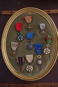Marvelous emission maison a vendre 12 medaille for Salle de bain design avec médailles et décorations militaires