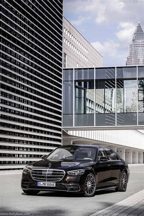 This redesigned flagship sedan again pushes boundaries of comfort, convenience, and innovation. 2021 Mercedes-Benz S-Class PHEV - Dailyrevs
