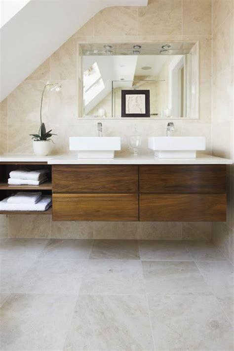 Fussboden Fliesen Auf Holz by Travertin Fliesen Im Badezimmer Gestaltungsm 246 Glichkeiten
