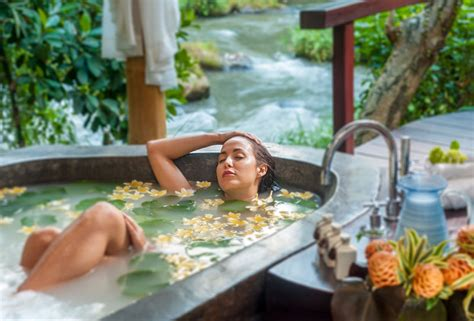 romantic bali villas    indulgent bathtubs