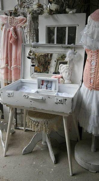 schminktisch shabby chic schminktisch koffer shabby chic in 2019 schlafzimmer landhaus look schminktisch badezimmer