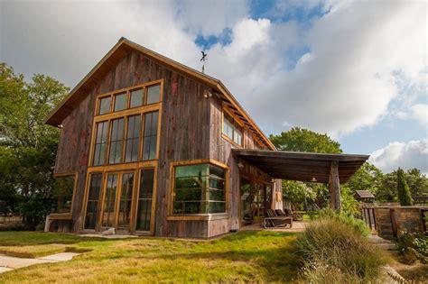 แบบบ้านทรงคอทเทจ แปลงโฉมโรงนาเก่าให้เป็นบ้านใหม่ ตกแต่งสวย